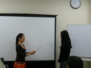 音楽療法セラピスト認定証を授与された中嶋晃子さん