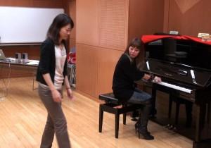 参加者に即興で伴奏をしてみてもらいました。
