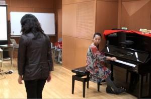 まずは私が伴奏をし、参加者にクライアント役を体験してもらいました。